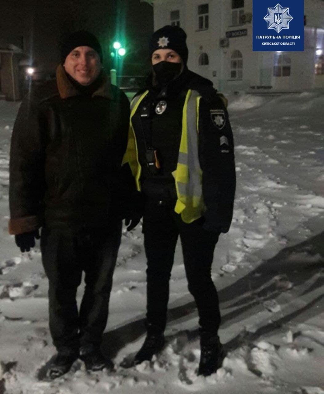 Чоловік йшов від Борисполя до Києва пішки - чоловік, траса, Поліція - 148206143 2015909981915918 4684331439840358522 o