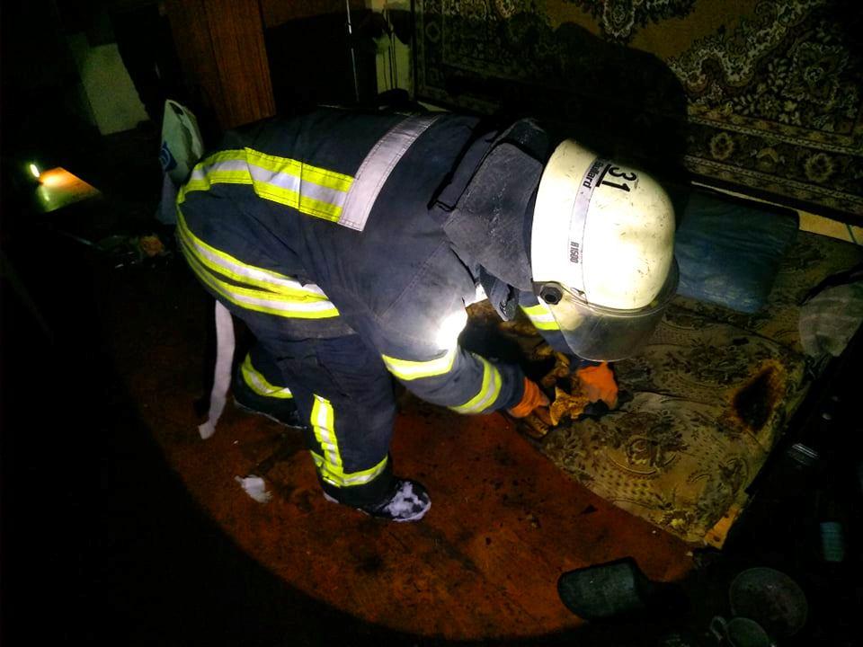 У Бородянці через паління в ліжку загорілася квартира в багатоповерхівці - пожежники, пожежа, бородянські рятувальники, бородянські пожежники, багатоповерхівка - 148465731 2799169566993190 4705348310815150766 n