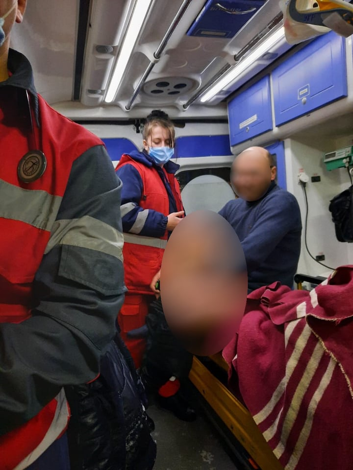 Переходив крижаний Дніпро і ледь не загинув: як на Обухівщині врятували чоловіка - порятунок життя, медична допомога, крига, Дніпро - 148594872 423318645588128 7863499164142641315 n