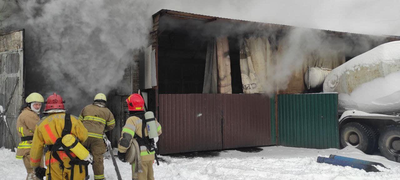 У Києві загорілось авто в гаражному боксі - Пожежа авто, загоряння, гараж - 148705385 3713011112112137 5789787137457334989 o