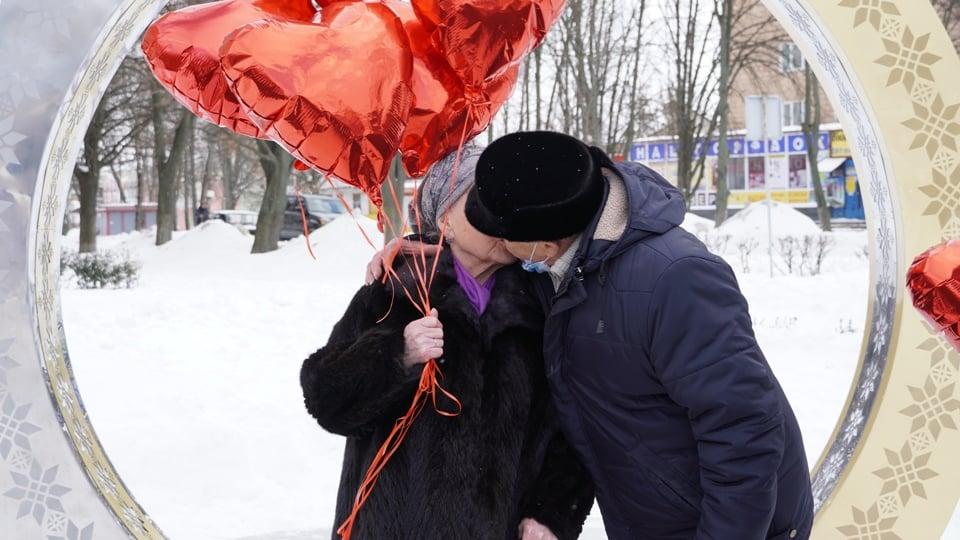 У Фастові започатковано нову романтичну традицію - традиція, подружжя, кохання, День всіх закоханих - 150449208 3804959542955456 5957961206522853525 n