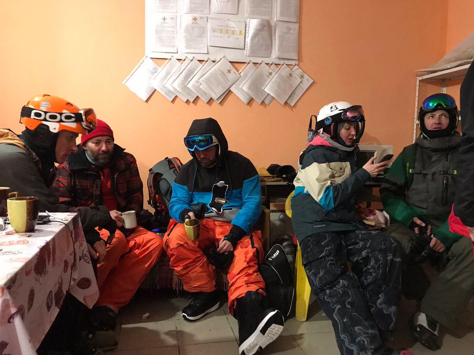 Небезпечні Карпати: рятувальники третій день поспіль шукають киянина (відео) - туристи, Карпати, зникнення - 150548858 3815679205165616 4443445644535995061 o