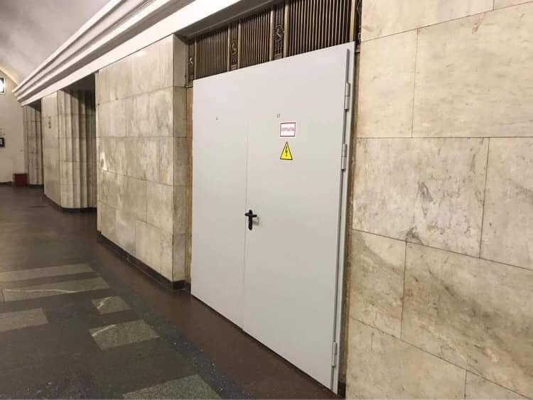 Усі двері столичної підземки замінять на металеві - пожежна небезпека, метро, Київський метрополітен, Двері - 150673217 2846509838929746 5345052166932889413 n