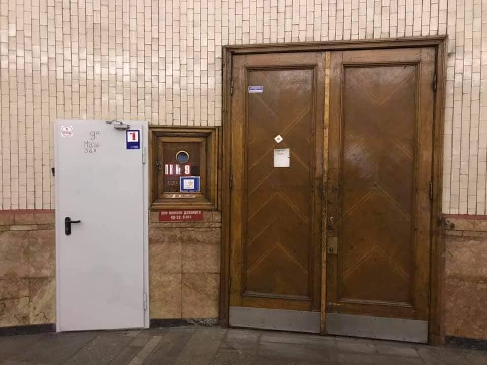 Усі двері столичної підземки замінять на металеві - пожежна небезпека, метро, Київський метрополітен, Двері - 150677075 2846509795596417 70621118003399991 n