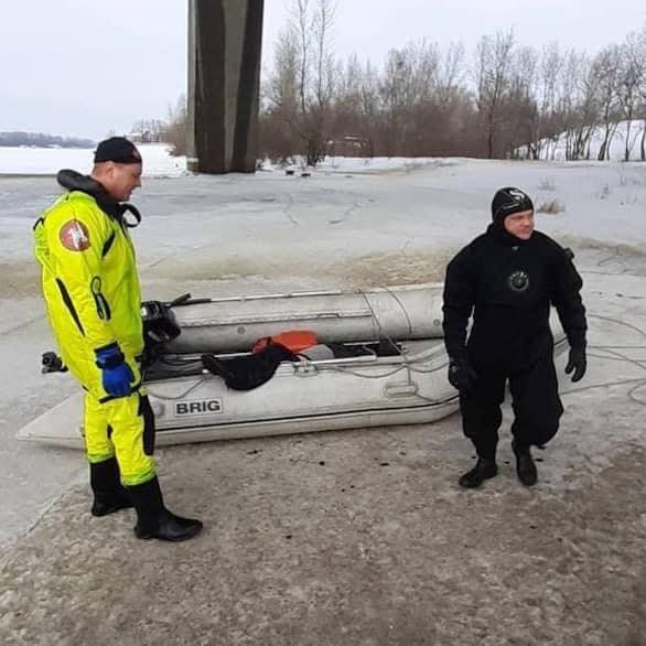 У Києві чоловік стрибнув із Північного мосту - самогубство, рятувальники - 152714351 1205545149841569 9135011182663757198 n