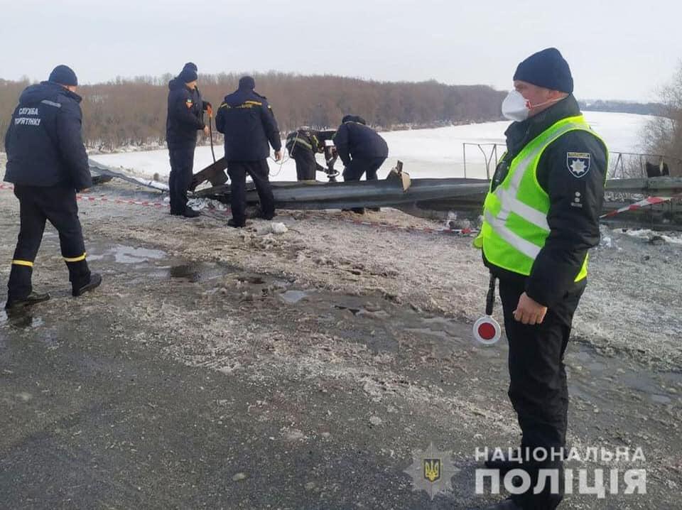 На трасі Київ — Чернігів — Нові Яриловичі вантажівка упала в річку Десна - Річка, падіння, вантажівка - 153944086 461742898358287 3296575119791425346 n