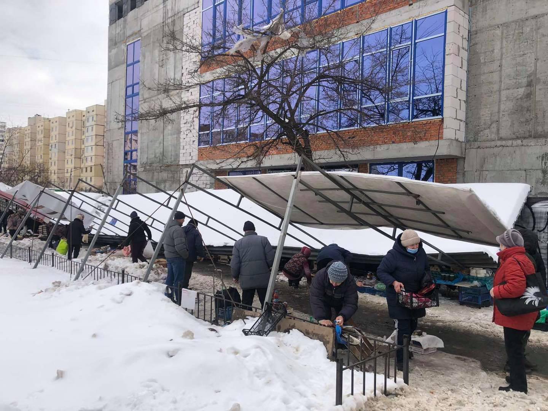 На Оболоні в Києві обвалилося накриття на стихійному ринку - столиця, Стихійна торгівля, ринок, Інцидент - 21 rynok
