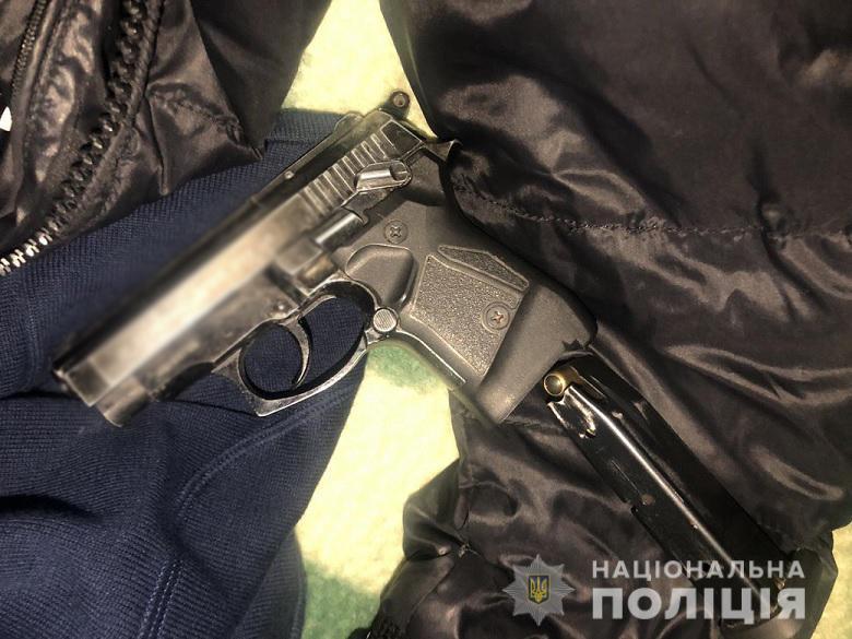 Погрожував пістолетом: у Святошинському районі чоловік грабував лихварів - Святошинський район, погрози, пістолет, кредит - 22.02.2021grabgrochisvjat1
