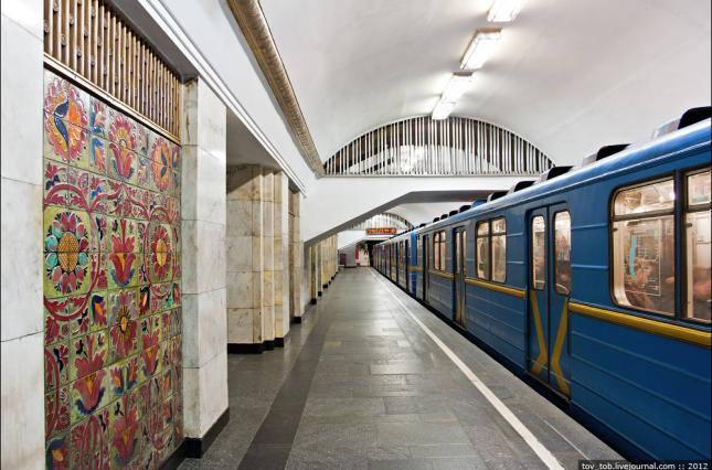 Столичному псевдомінеру «світить» ув'язнення до 6 років - Хрещатик, столиця, станція метро, псевдомінер, метрополітен - 35 main v1584437174