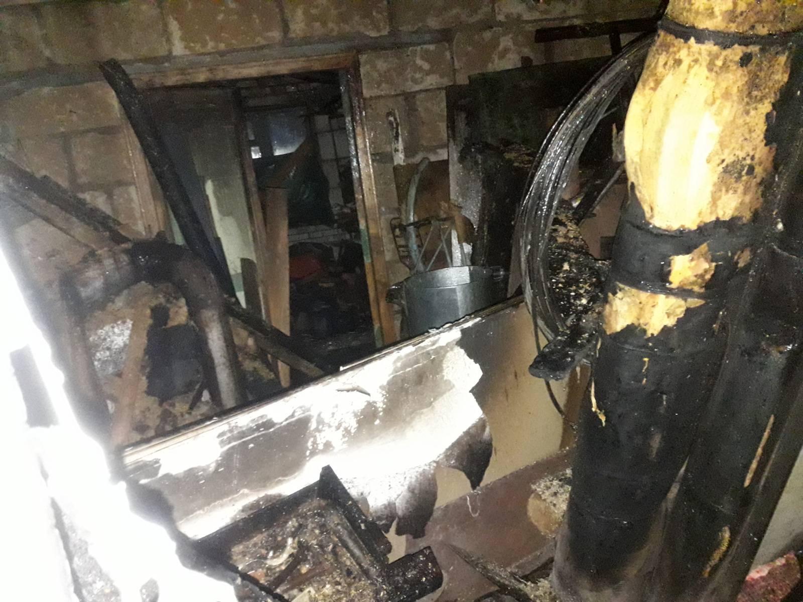 Пожежа у Дмитрівці: горів приватний будинок - Дмитрівка, Бучанський район - 87BD3ABB 0580 4672 A6F2 377EDBF133F1