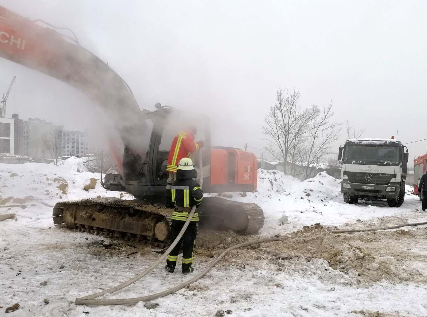 На Київщині вщент згорів екскаватор - Хотів, пожежники, загорання - 9828CE29 F023 460F A194 385722FF78A7