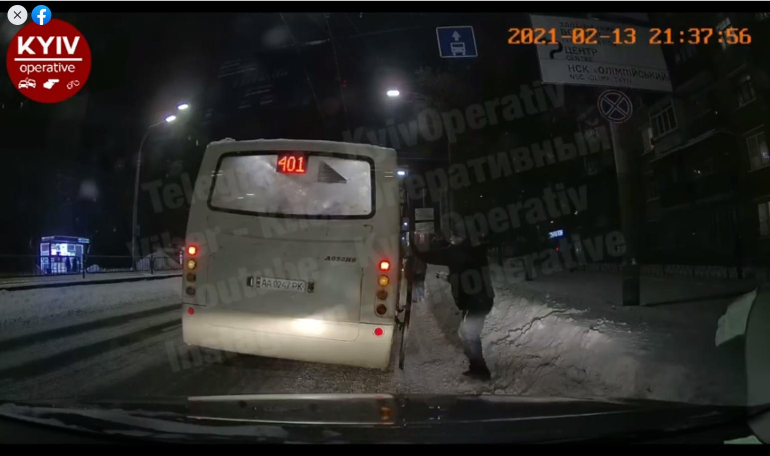 У Києві двох пасажирів виштовхнули з автобуса - пасажири, алкогольне сп'яніння, автобусний маршрут - Bezymyannyj 10