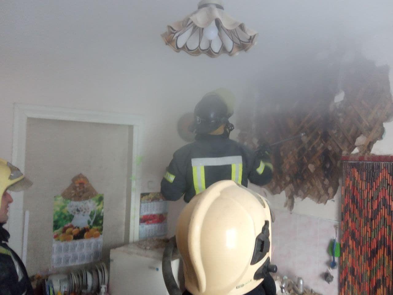 Пожежі на Вишгородщині: вогонь перекинувся на сусідні будинки - рятувальники, пожежа будинку, Вишгородський район - DSNS1