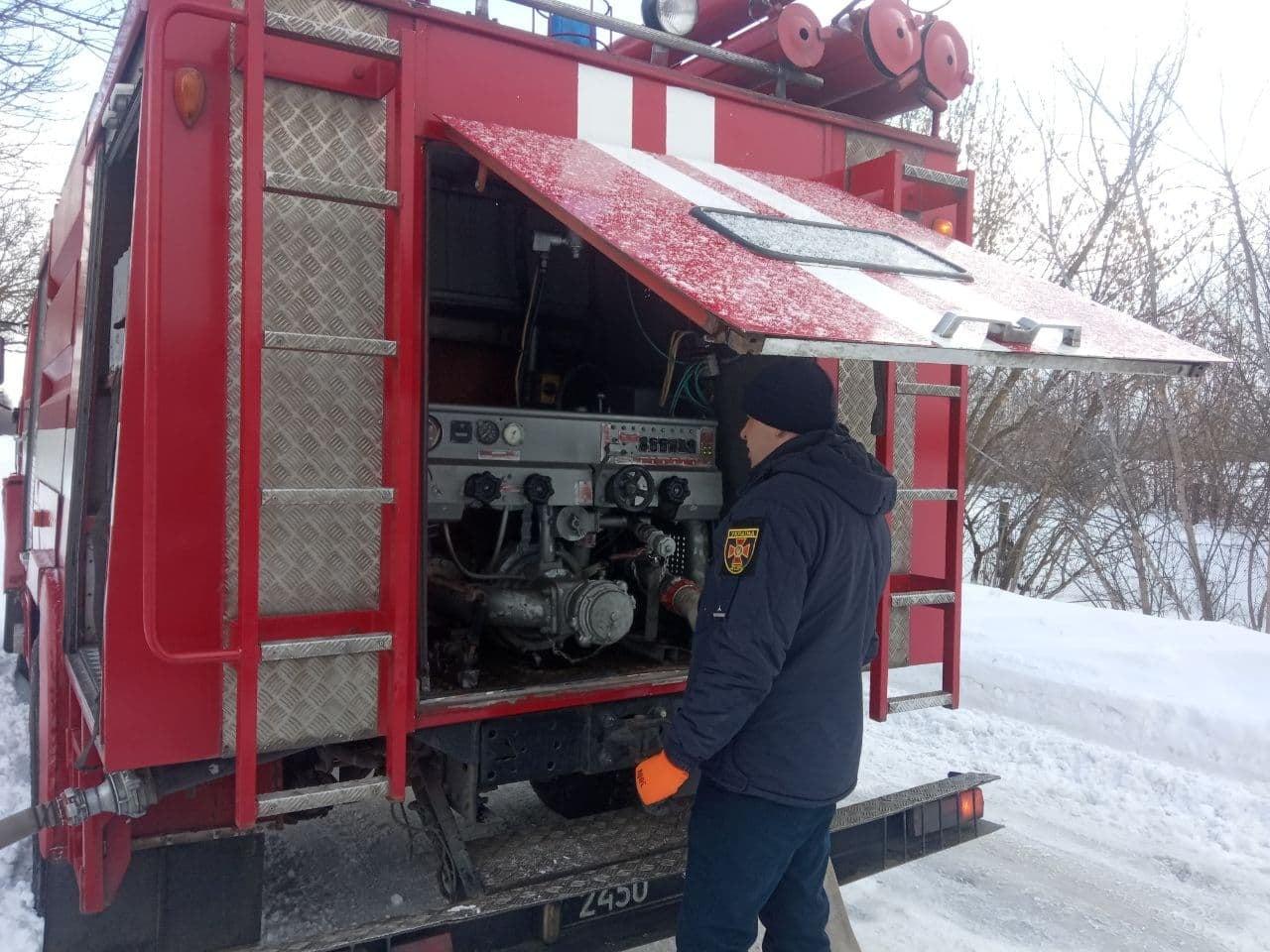Пожежі на Вишгородщині: вогонь перекинувся на сусідні будинки - рятувальники, пожежа будинку, Вишгородський район - DSNS2