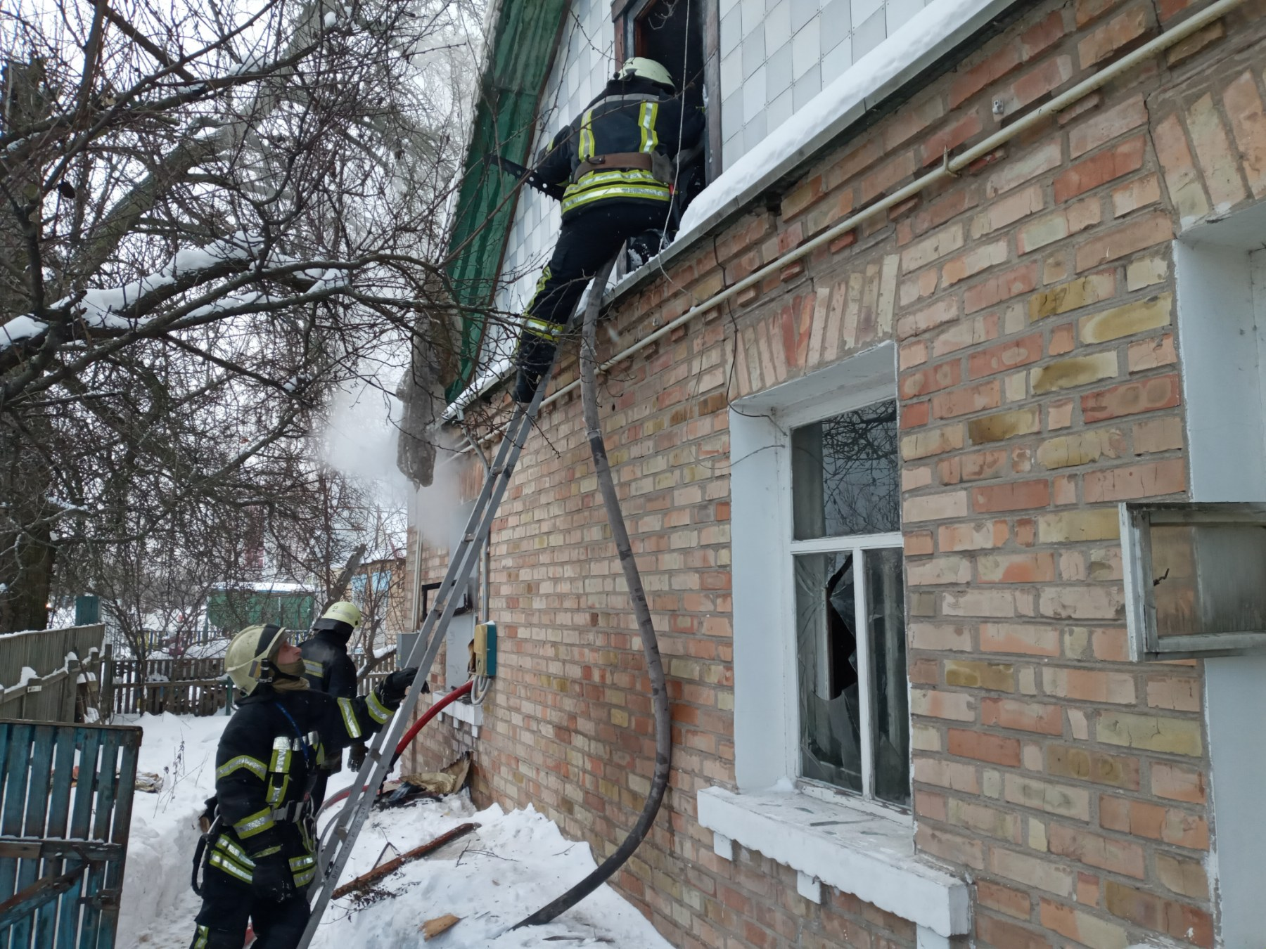 У Гостомелі приборкали пожежу в будинку - пожежа будинку, київщина, ірпінські рятувальники, Гостомельська ОТГ - Gost Sv Pokr 1