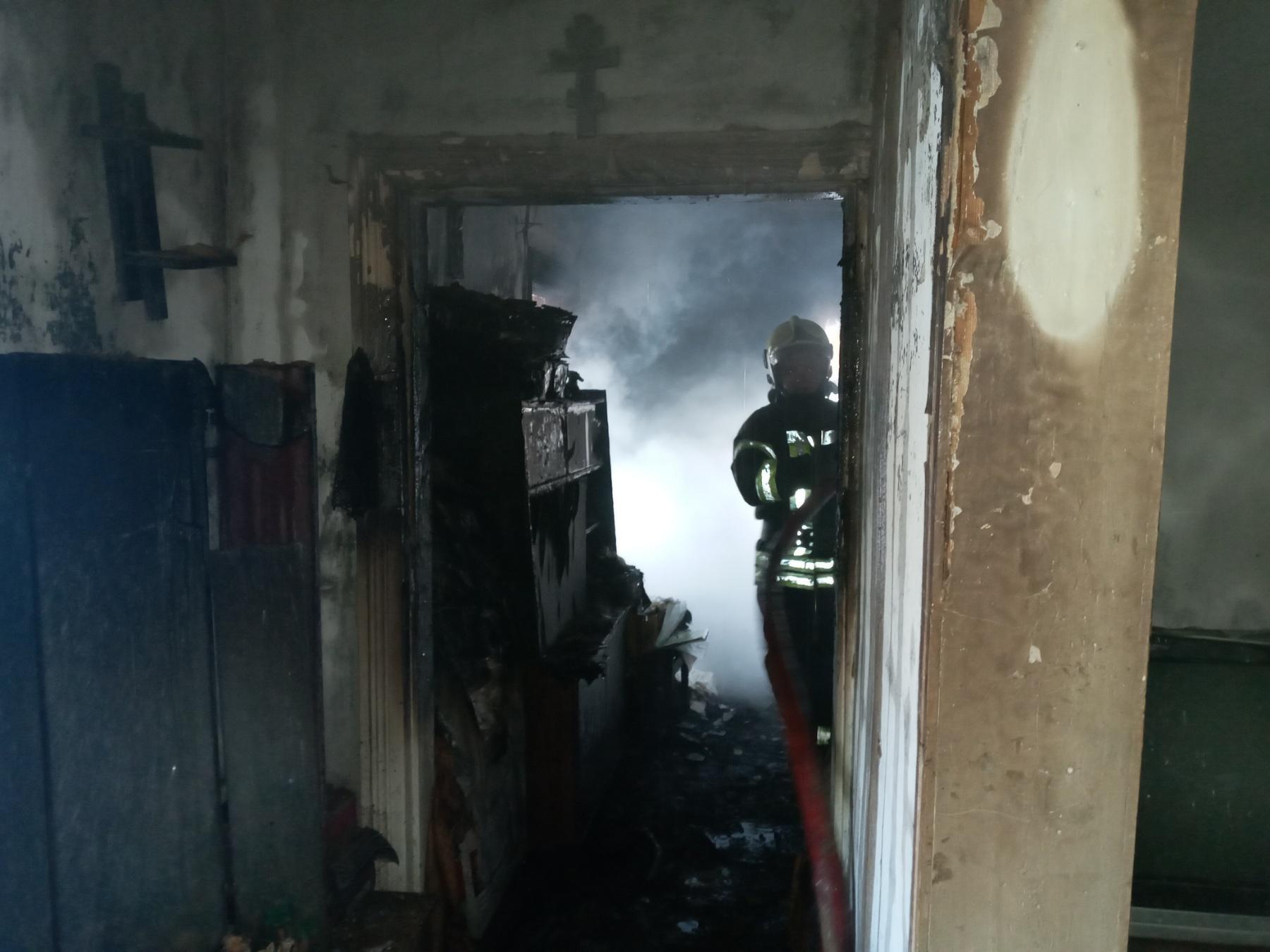 У Гостомелі приборкали пожежу в будинку - пожежа будинку, київщина, ірпінські рятувальники, Гостомельська ОТГ - Gost Sv Pokr 2