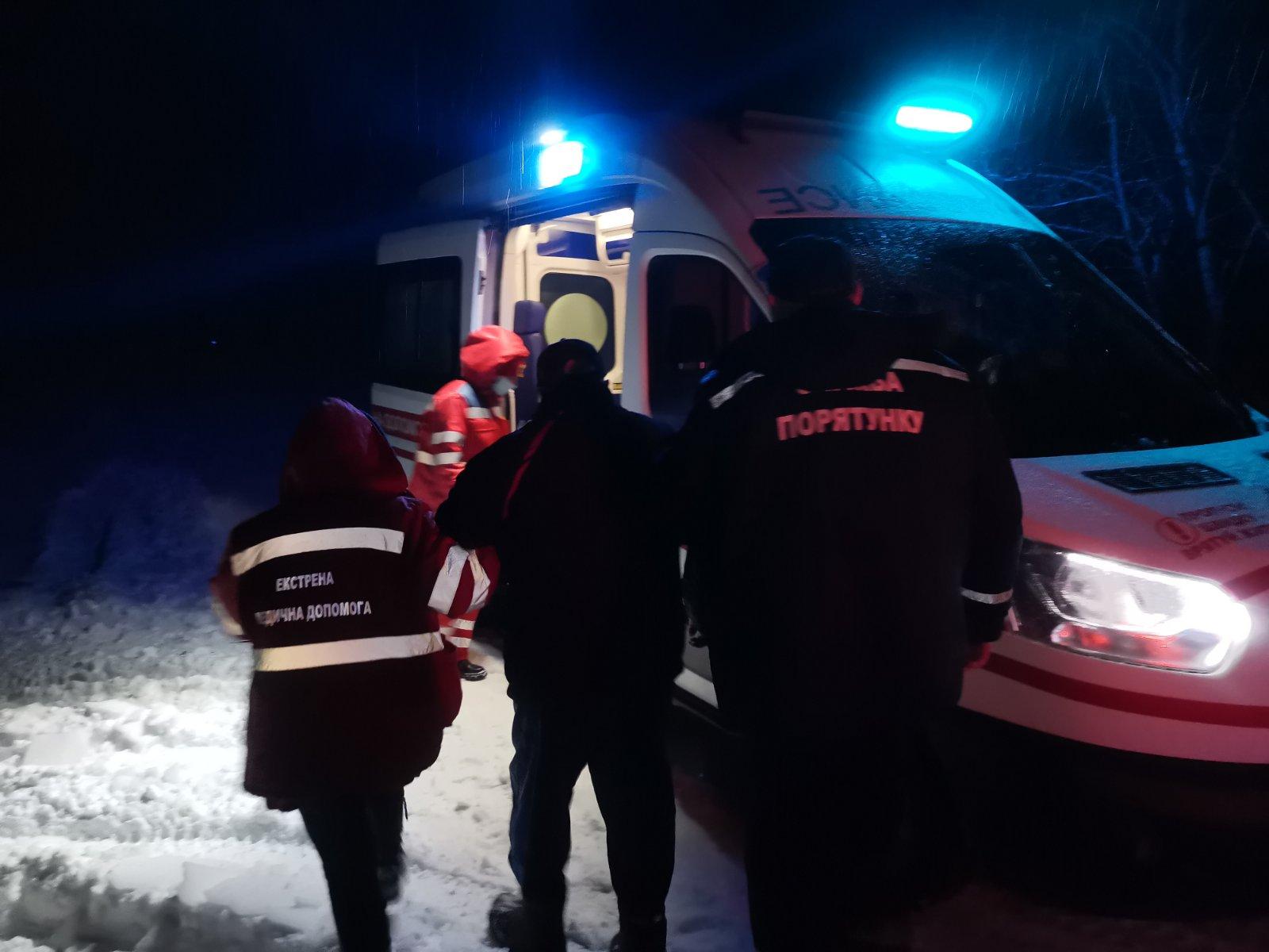 Баришівський район: снігові замети ускладнюють роботу медикам - Швидка допомога, сніг, рятувальники - IMG 09f2da0bf3066be62472c74abbede383 V
