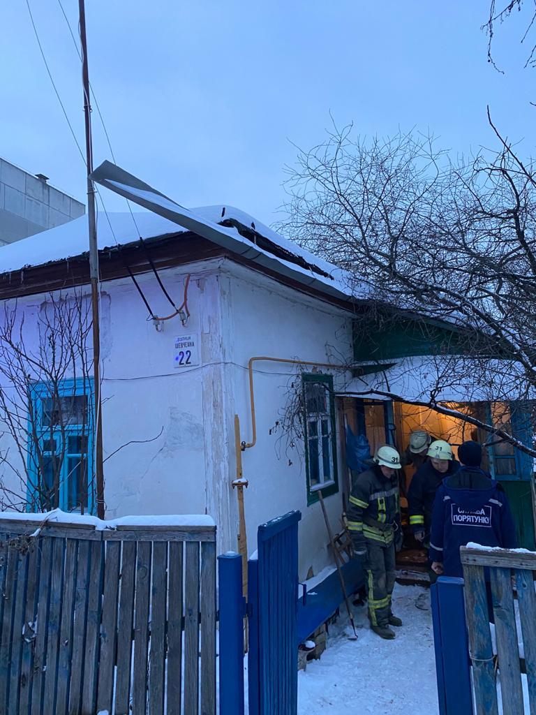 В житловому будинку в Бородянці обвалився дах - житловий будинок, бородянські рятувальники, бородянські пожежники - IMG 20210211 WA0001
