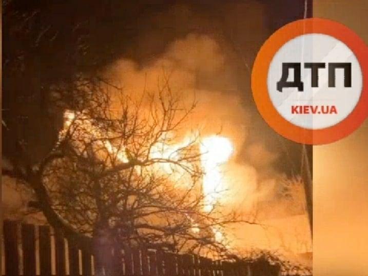 Пожежі на Вишгородщині: вогонь перекинувся на сусідні будинки - рятувальники, пожежа будинку, Вишгородський район - SP POZH1