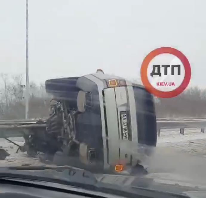 Аварія з перекиданням при виїзді з Білої Церкви - постраждалі, Аварія на дорозі - Screenshot 2