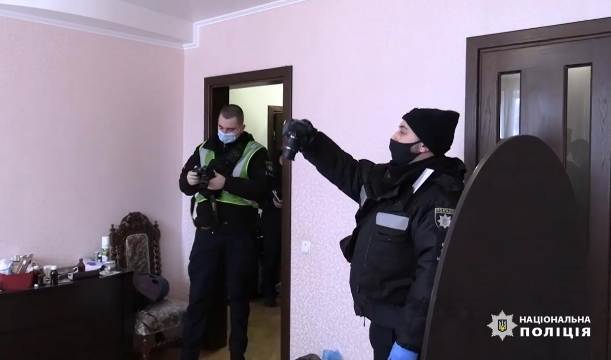 У Києві чоловік вбив дружину та хотів утекти - столиця, підозра, ніж, вбивство - Snymok ekrana 891