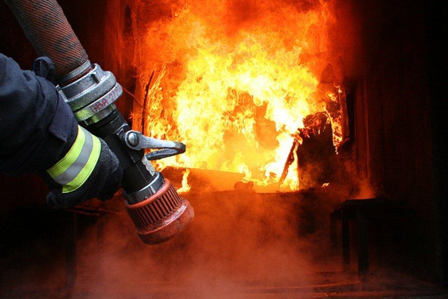 У Білій Церкві в приватному будинку спалахнув дах - загорання житлового будинку, Дах, вогонь - a28