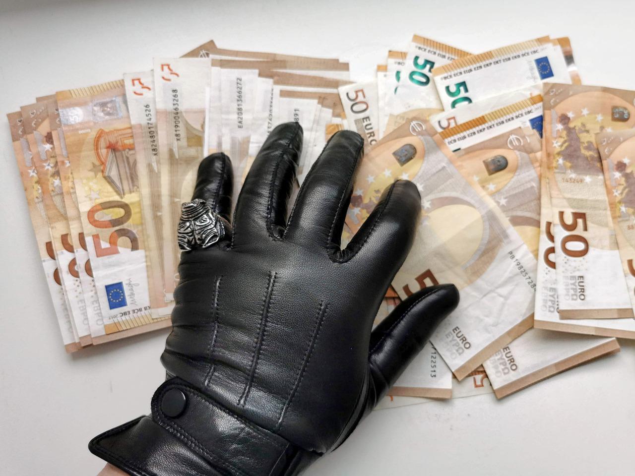 Діджиталізація боротьби з корупцією: парламент прийняв новий закон - Корупція, законопроєкт, боротьба з корупцією - gloves 4762177 1280