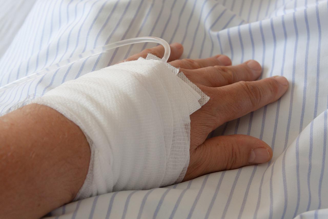 Бурульки та крихкий лід: киян попереджають про небезпеку - травми, небезпека, лід, бурульки - hospital 834157 1280