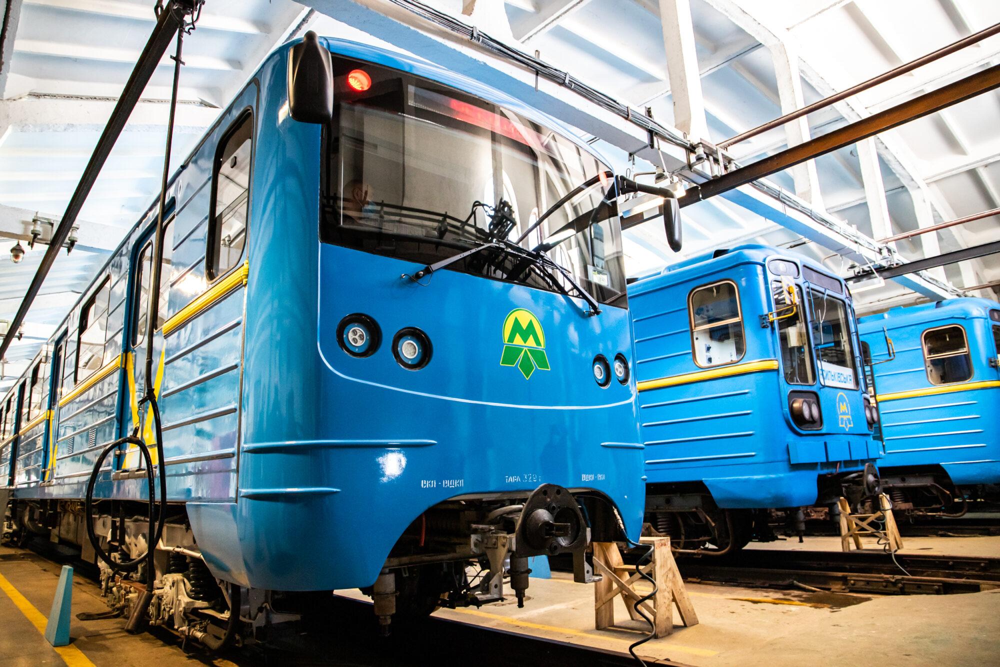 Київський метрополітен відремонтував 5 вагонів за 35 млн грн - Ремонт, метрополітен, вагони - imgbig 4 1 2000x1334