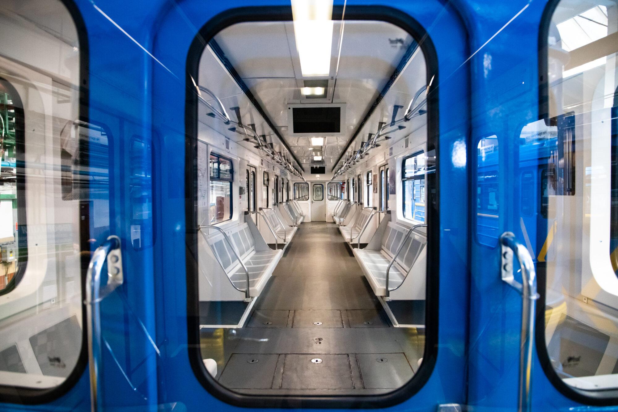 Київський метрополітен відремонтував 5 вагонів за 35 млн грн - Ремонт, метрополітен, вагони - imgbig 6 1 2000x1334