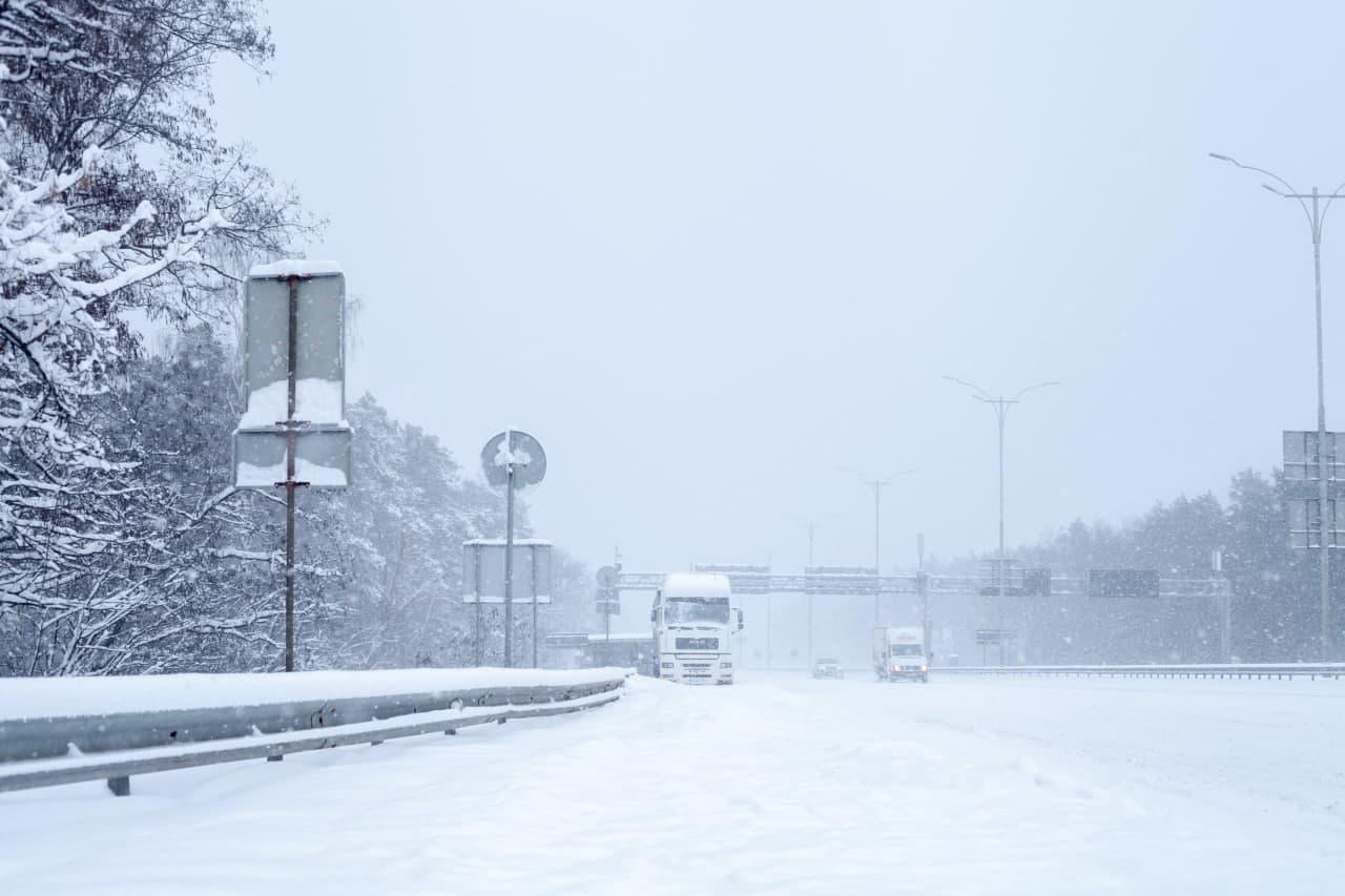 Снігопад: в'їзд вантажівок до столиці обмежать - обмеження руху транспорту, вантажівки - imgbig 6