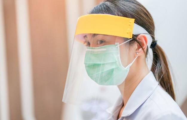 Вперше за 2 місяці у Китаї не зафіксовано випадків COVID-19 - коронавірус, Китай, захворюваність, COVID-19 - medical staff wearing face shield and medical mask for protect coronavirus covid 19 virus in hospital 42401 106