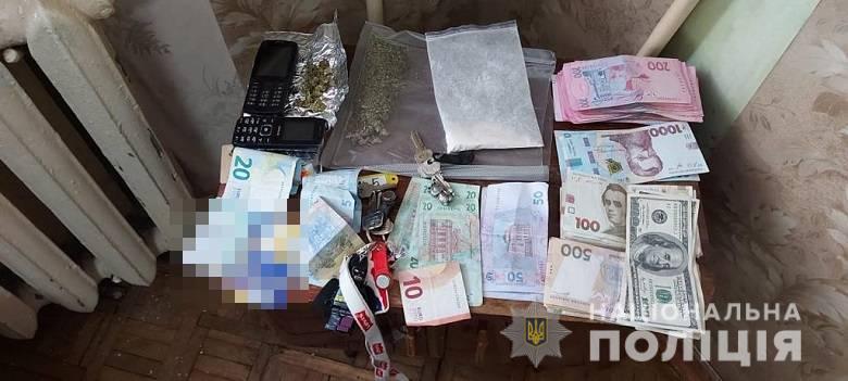 У Києві затримали трьох озброєних наркоторговців (відео) - столиця, Поліція, наркоторговці, наркотики, зброя - narkotaspez4