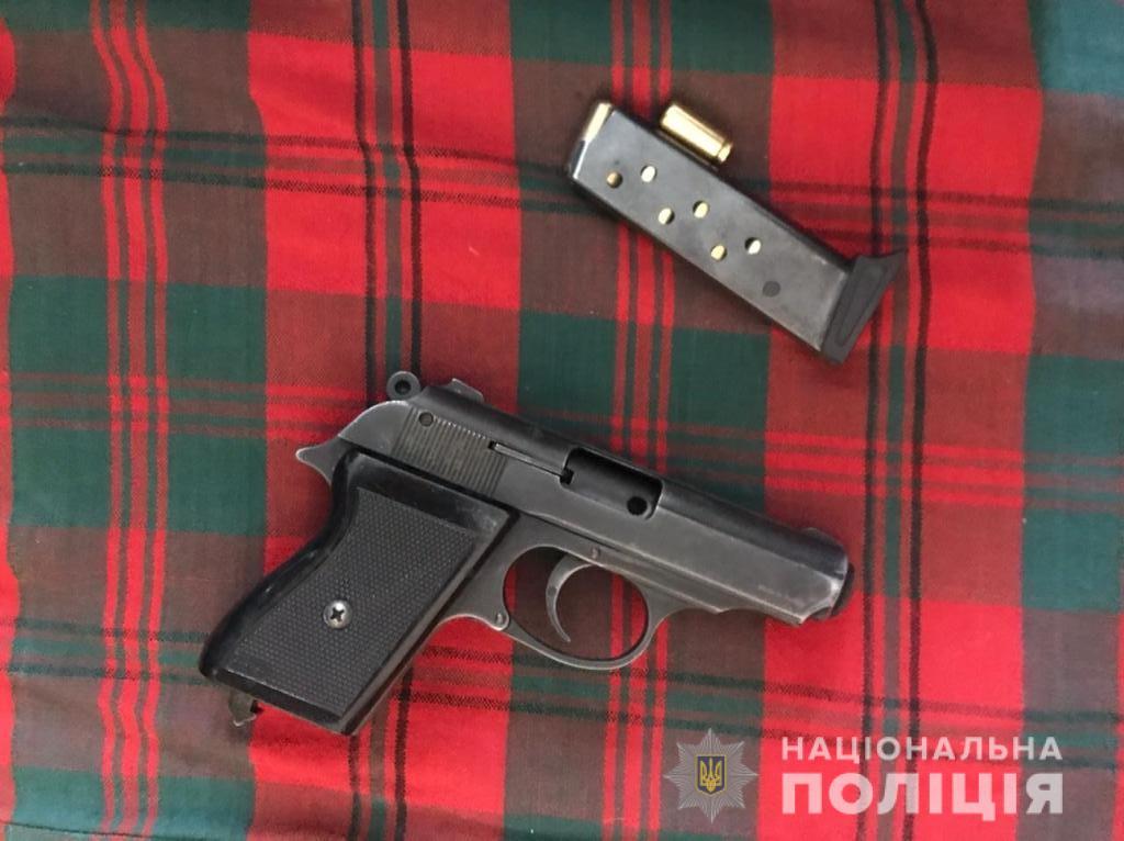 У Києві затримали трьох озброєних наркоторговців (відео) - столиця, Поліція, наркоторговці, наркотики, зброя - narkotaspez5