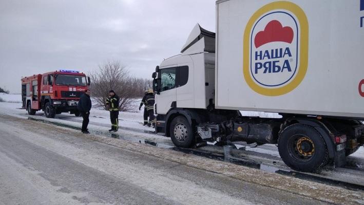 Під Переяславом позашляховик врізався у вантажівку - Поліція, Переяслав, вантажівка - o 1eulamuvj13bro391vug8de14po3a