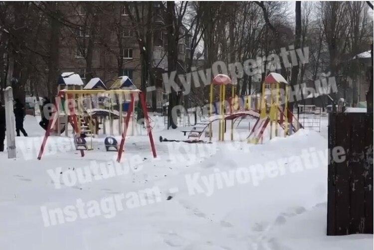 Вибух біля дитсадка: у Києві чоловік підірвав себе гранатою - смерть, граната, вибухівка - photo5274002832426644113 1