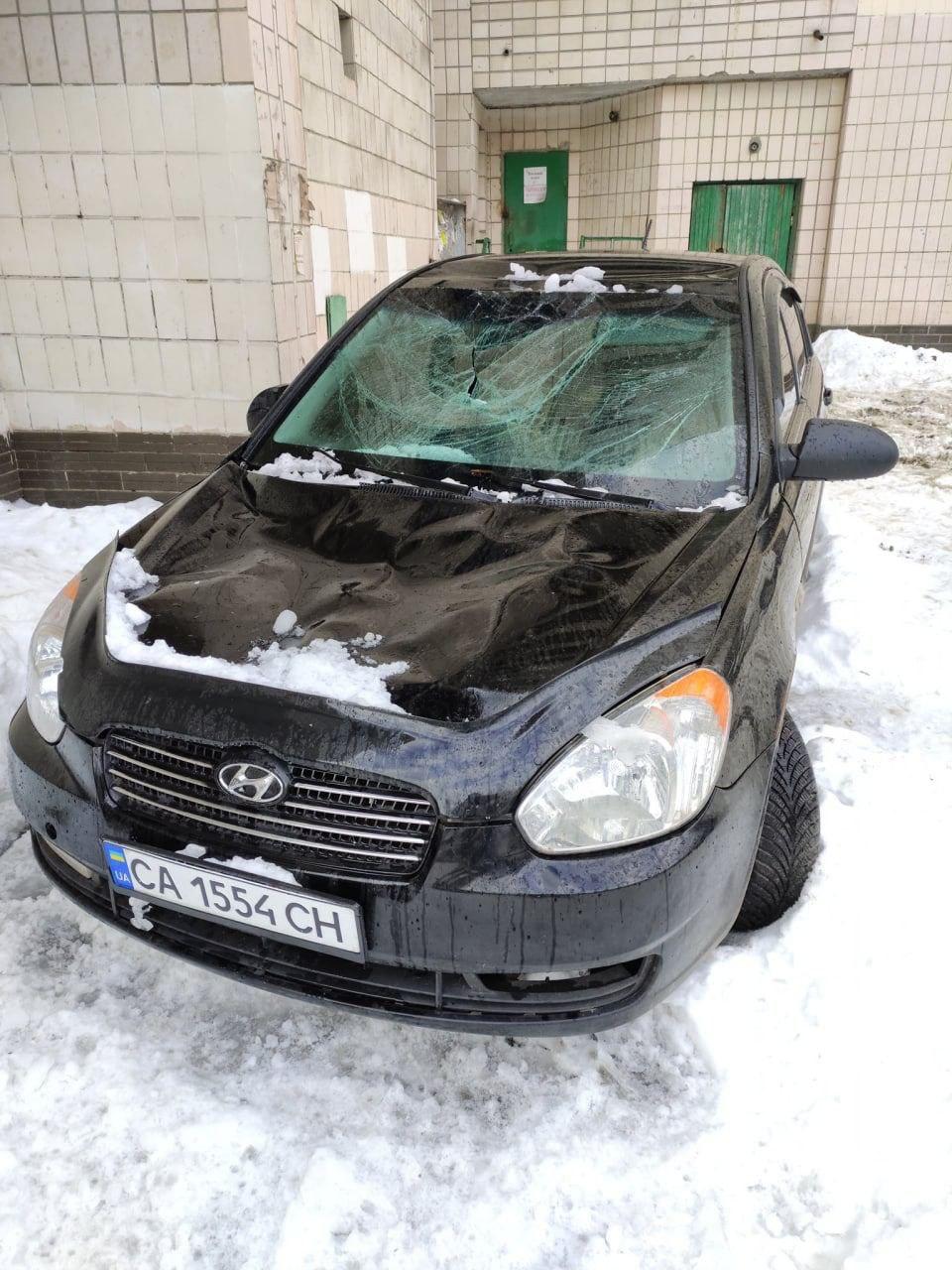 Бережіть транспорт від бурульок: скільки автівок пошкоджено у Києві - Транспорт, сніг, лід, бурульки, автомобіль - photo5303408399033152187