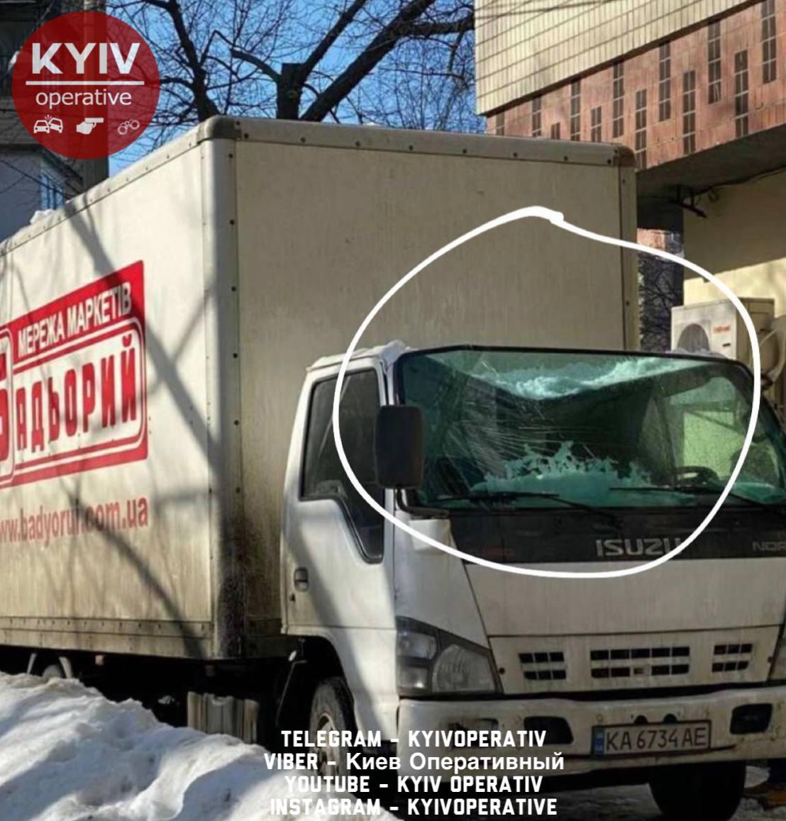 Бережіть транспорт від бурульок: скільки автівок пошкоджено у Києві - Транспорт, сніг, лід, бурульки, автомобіль - photo5305468712024912822 1