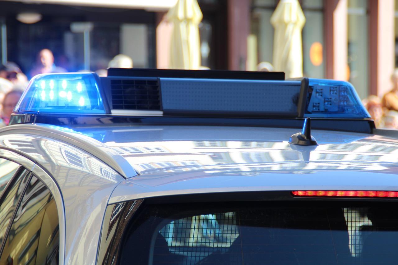 """Поліція виписала 400 штрафів власникам """"євроблях"""" - штрафи, розмитнення автомобілів, """"євробляхи"""" - police 5226674 1280"""