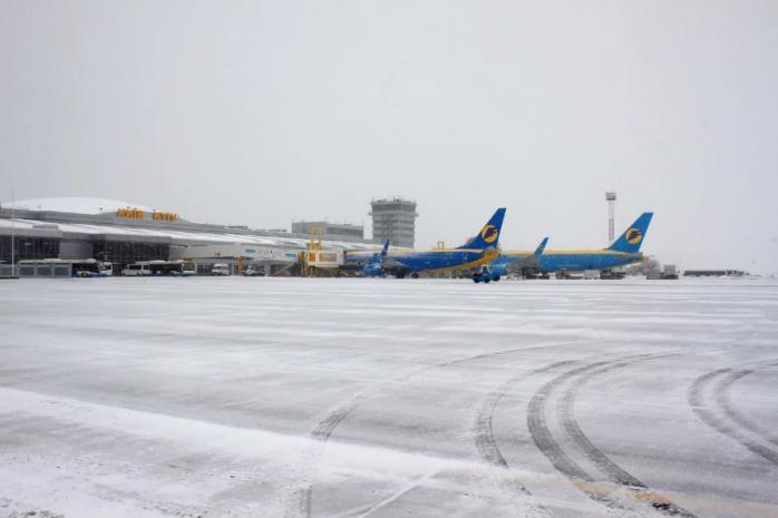 Через негоду в аеропорту Бориспіль затримують рейси - снігопад, аеропорт «Бориспіль» - preview w698zc0