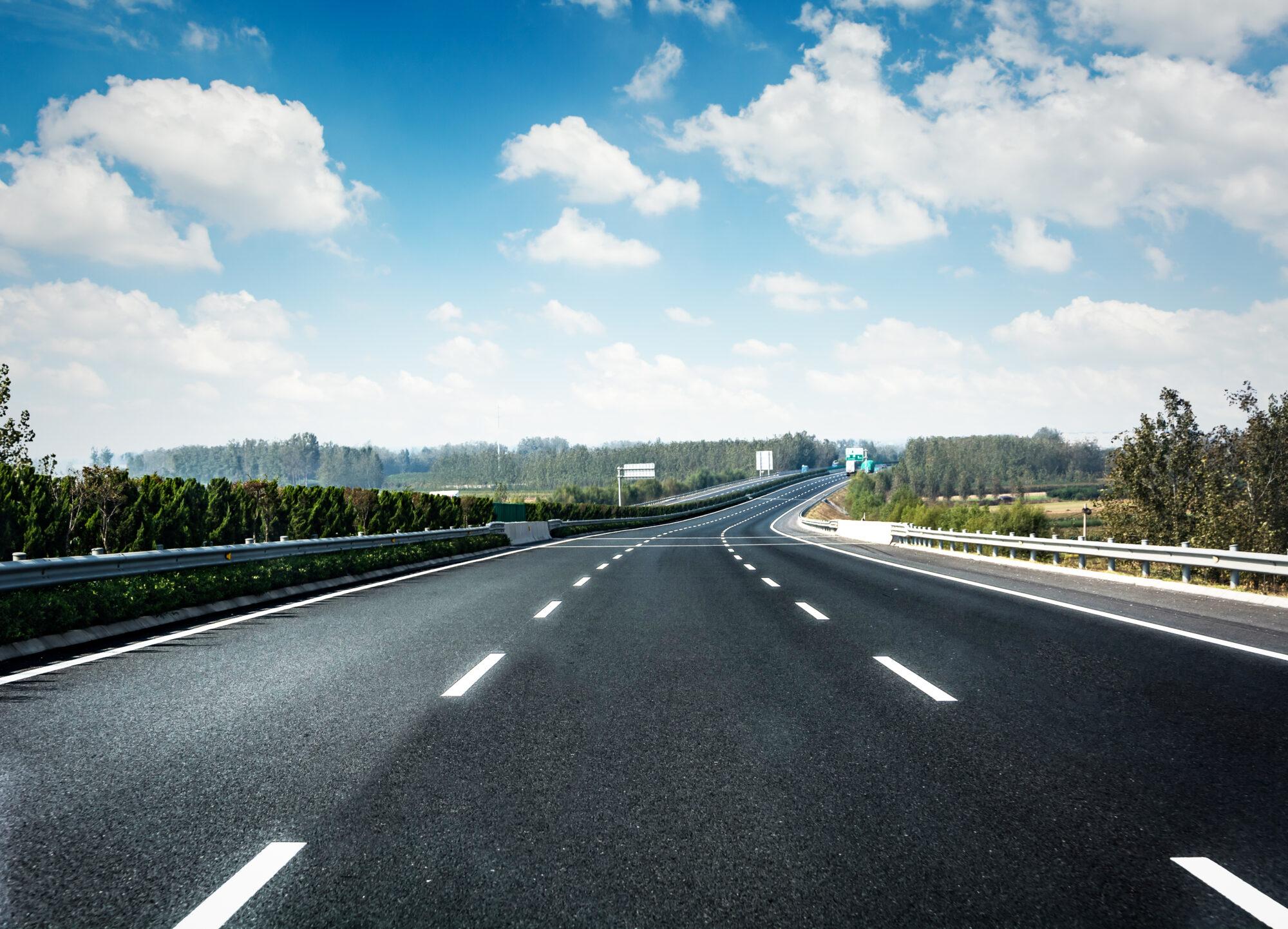У 2021 році планують оновити та побудувати 4500 км державних доріг - ремонт доріг, проєкти, будівництво доріг - road forest 2000x1442