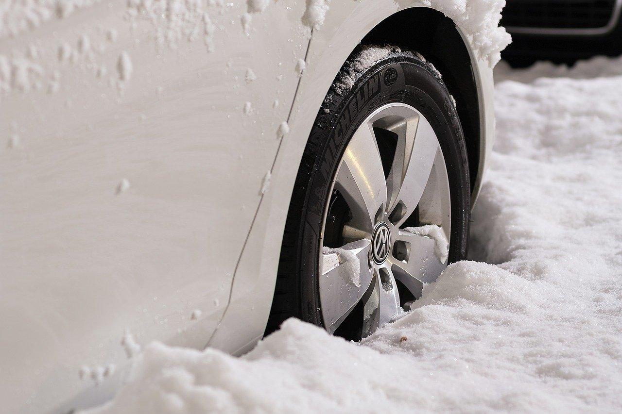Хочуть штрафувати: МВС буде ініціювати закон про сезонні шини - штрафи, МВС - wheels 1813465 1280