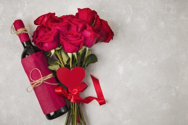 Що подарувати у День всіх закоханих - українці, подарунки, закохані, День всіх закоханих, День Валентина - wine bouquet of roses and heath sign on grey table 23 2148381526