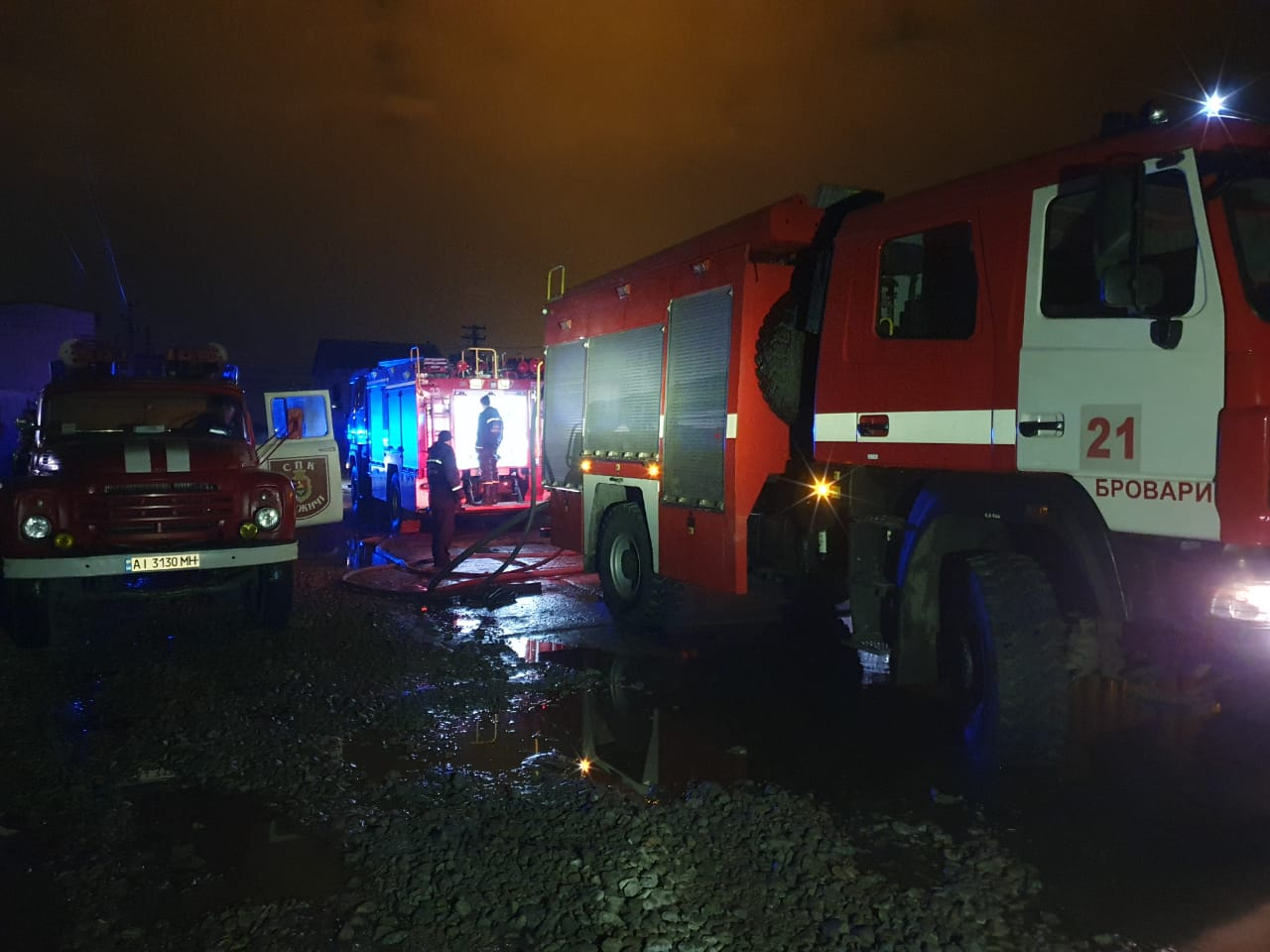Масштабну пожежу на Броварщині гасили майже 40 вогнеборців - рятувальники, пожежа, масштабна пожежа, вогнеборці - 08 57 49