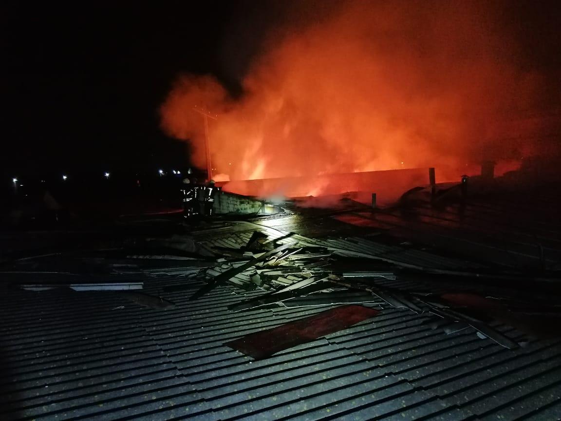 Масштабну пожежу на Броварщині гасили майже 40 вогнеборців - рятувальники, пожежа, масштабна пожежа, вогнеборці - 47