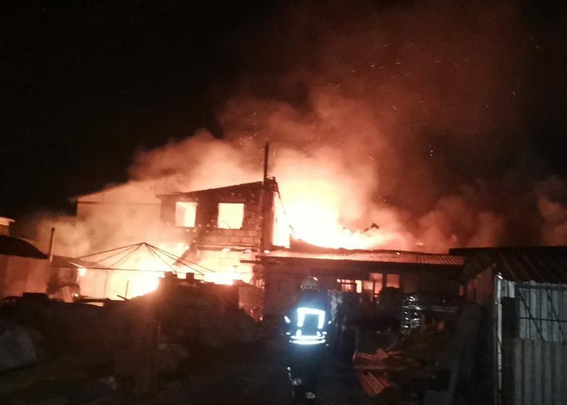 Масштабну пожежу на Броварщині гасили майже 40 вогнеборців - рятувальники, пожежа, масштабна пожежа, вогнеборці - 52