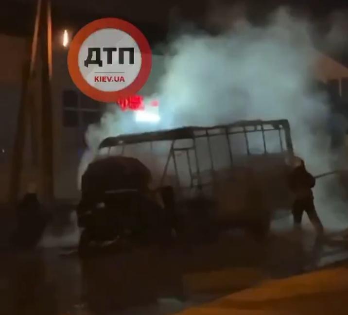 У Бучанському районі вибухнула маршрутка - Маршрутка, вибух, Бучанський район - IMG 20210322 091512