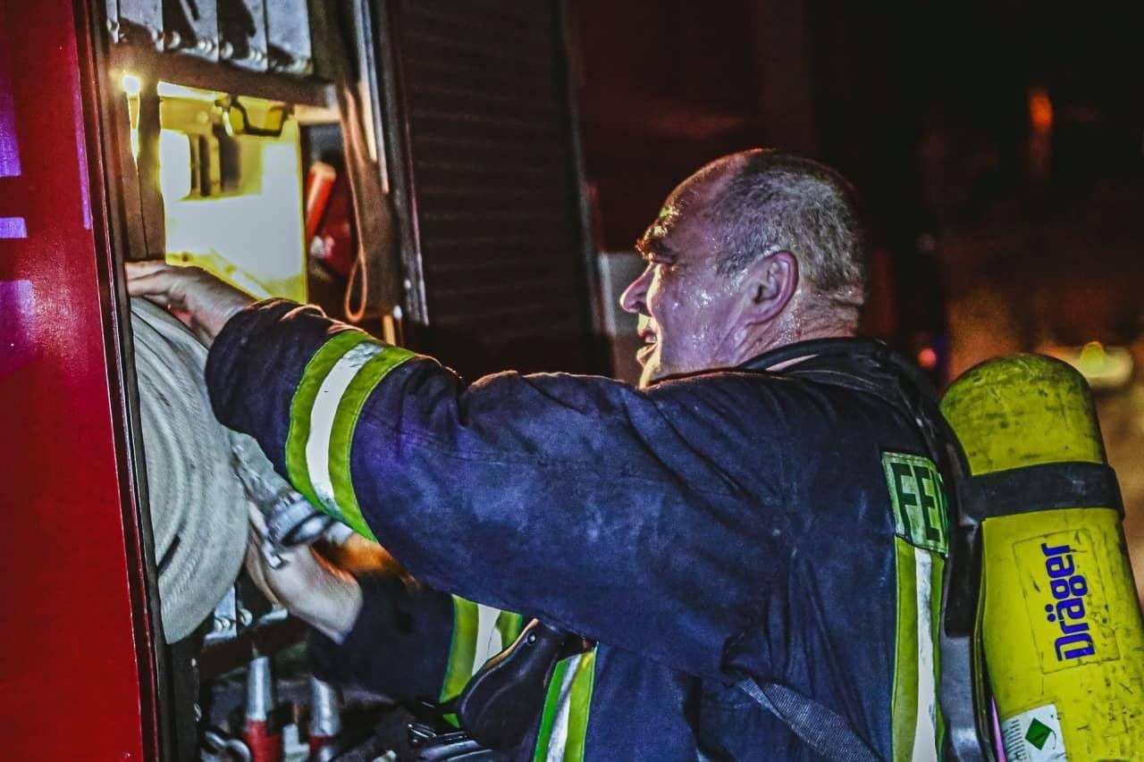 Врятували трьох людей: нічна пожежа в Києві - пожежа - IMG 20210329 085932 068